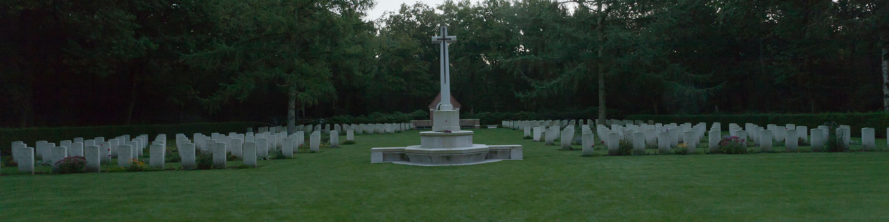 war-cemetery-overloon2